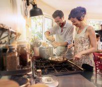 Clases de cocina casera dirigidas por chefs profesionales: CocuSocial