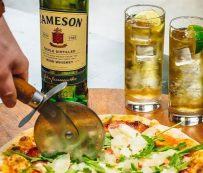 Eventos de pizza maridaje con whisky: pizza y cóctel